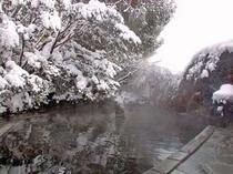 雪の露天風呂(女性用)