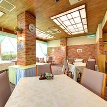 *レストラン/明るい雰囲気のレストラン。朝食と夕食をお召し上がりいただけます。