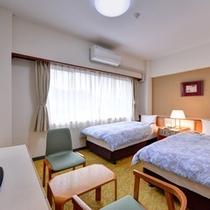 *ツインルーム一例/ゆったり過ごせる落ち着いたインテリア、リモコン操作可能な照明を全室に設置。