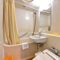 *客室バスルーム/全室ユニットバス付きです。温水洗浄機能付きトイレも完備!