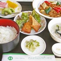 *夕食一例/三元豚佐助炒めセット