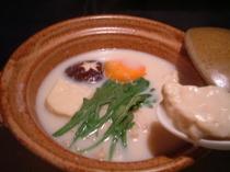 嬉野温泉名物の温泉湯豆腐です。食べたらとろけますよ~!