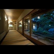 夕暮れの廊下