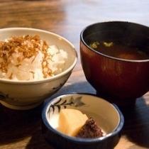和食ならご飯と味噌汁が一番