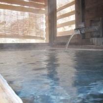 貸切風呂ももちろん「源泉かけ流し」です。効能豊かな乳白色の温泉