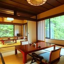 和室10畳+6畳(次の間)+囲炉裏風板の間+半露天風呂付き。当館で最も広いお部屋です