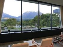<1階 ロビー・喫茶>わー!!すごい眺め!!ココからの眺めは絶景ね!!ちょっと休憩ね。