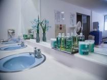 男性大浴場洗面台