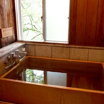 【プレミアム木涌館】檜風呂付き客室 檜風呂はお部屋によって眺めが変わります。