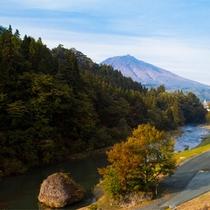 *秋の白神山地/田代から美山湖方面へ行く途中、見返り坂と呼ばれる景勝地。