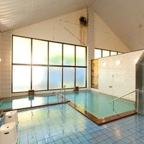 *温泉湯めぐり/「グリーンパークもりのいずみ」の温泉は日帰り利用が可能。かけ流しの天然温泉。