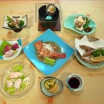 *お食事一例/魚介を中心とした料理の数々。海の幸をたっぷりとお楽しみ下さい。