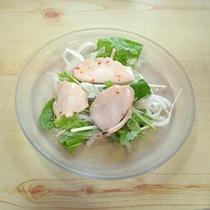 *お食事一例/サラダもしっかりと食べて、バランス良く♪