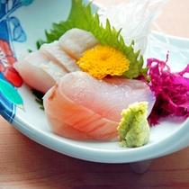 *アンコウ刺身/美しいさくら色をしたアンコウの刺身。食感をお楽しみください。