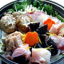 *鍋/当館自慢の鍋料理。たくさん食べて暖まってください。