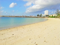 【パイナガマビーチ】宮古の風景を楽しむことができ、マリンスポーツやキャンプも利用できるビーチ
