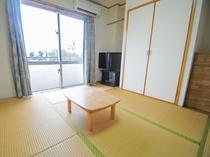和室【6~8畳/ベランダ付】3名様までご利用できます。