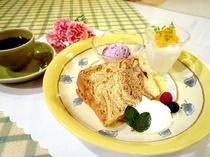 ■デザートは甘さひかえめ3種の盛り合わせ