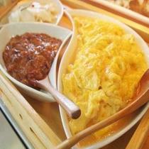 【朝食】新鮮な地元の食材を使用したお料理♪ ※料理一例