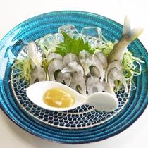 *【鮎の背ごし】ちょっぴり大人味の背こしは、芥子酢味噌が良く合いお酒も進む品です。