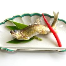 *【鮎の塩焼き】ふっくらと焼き上げ塩加減が絶妙と評判の逸品です。