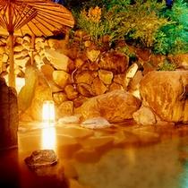 *岩囲みの露天風呂
