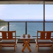 *客室一例。相模湾を望むオーシャンビューの大パノラマをお愉しみ下さい。