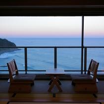 お部屋から刻々と変わる海の景色
