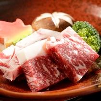 和牛ステーキは岩塩で焼き、甘みのある仕上がりに