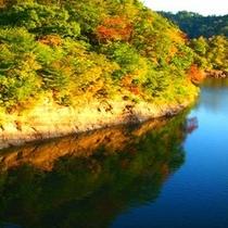 *大松川ダムの紅葉景色(10月中旬頃)