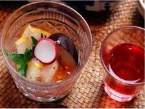 旬の野菜と地元の食材を活かし《健康を美味しく》をテーマにしたお食事をお出ししています。