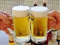 【夕食】まずは飲み放題のビールで乾杯♪