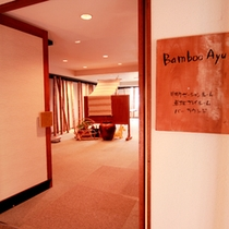 【BambooAyu】卓球台、マッサージチェア、マンガコーナーなどございます。
