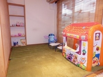 【キッズルーム】おもちゃや絵本などお子様と一緒にお楽しみください♪