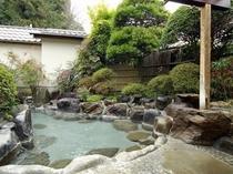 野天「満天星風呂」 1回40分の貸切露天風呂になります。