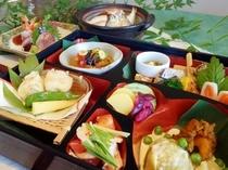 【昼食】料理長自慢の創作和懐石をお手軽に松花堂で♪