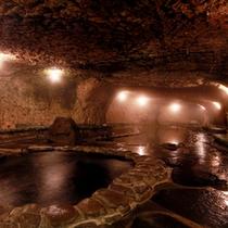 頑固親父が作り上げたこだわりの洞窟風呂…名付けて「巌窟風呂」脚本家の倉本聰氏の言葉が由来です。