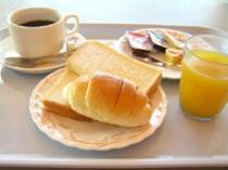 朝食(パンとコーヒー)