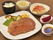 【夕食メニューの一例】沖縄県産牛ステーキ御膳