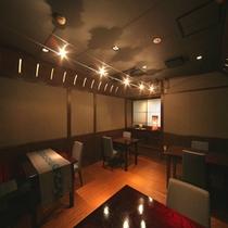 和モダンの洗練された空間にはJazzが流れ、食事の時間を軽やかに演出。