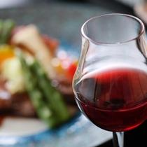 お料理は、種類豊富な信州産ワインとよく合います!