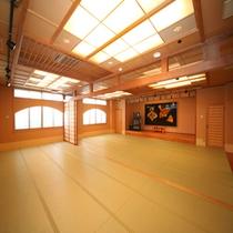【大広間】館内にはカラオケ完備の大広間も。
