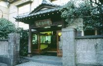 台町別館玄関