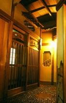 台町別館・すみれの間前廊下