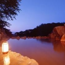 露天風呂『源泉石山の湯』(夕景)