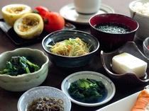 【健康朝食】地元の新鮮な食材を使った、手作りの宮古料理が味わえます♪