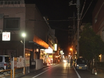【周辺】夜の繁華街。島酒を飲みながら宮古島の雰囲気を楽しみませんか♪繁華街までは徒歩約10分です。