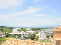 【屋上】街並みや海、そして広がる緑も一望することができます。屋上へは自由に出入りが可能です♪