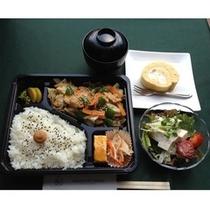 【ご夕食*ワンコイン弁当】お財布に優しい★サラダ、みそ汁、手作りデザートがついて500円(税別)