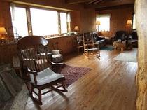 『 薪ストーブルーム』①このw薪ストーブルームwは窓いっぱいに自然が広がっています